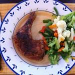 sült csirkecomb zöldségkörettel