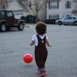 Szaladok a labda után.
