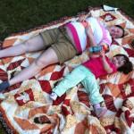 Piknik a ház előtt